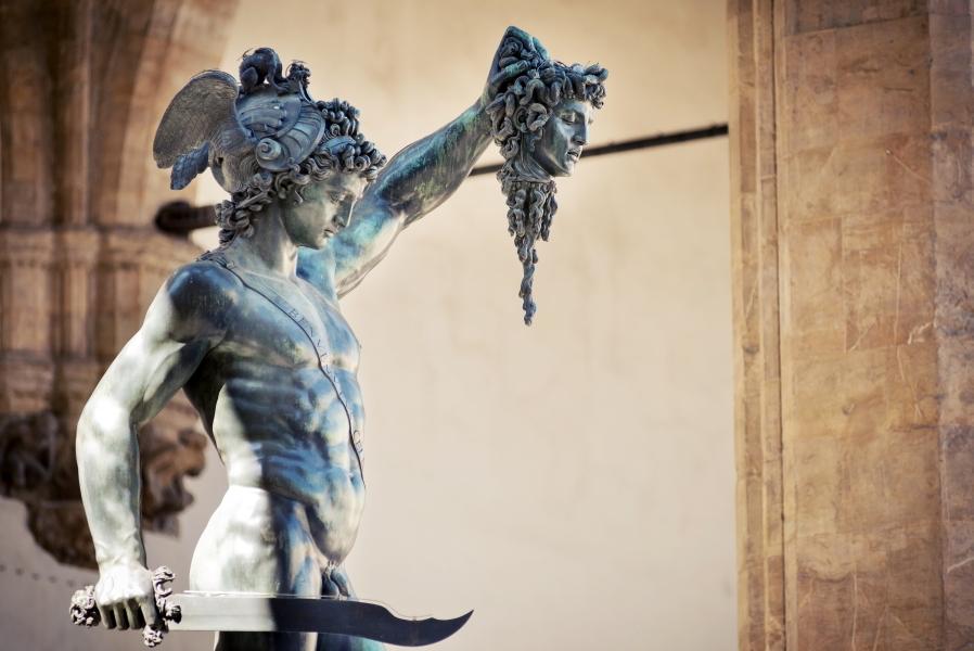 Perseo sosteniendo la cabeza de Medusa